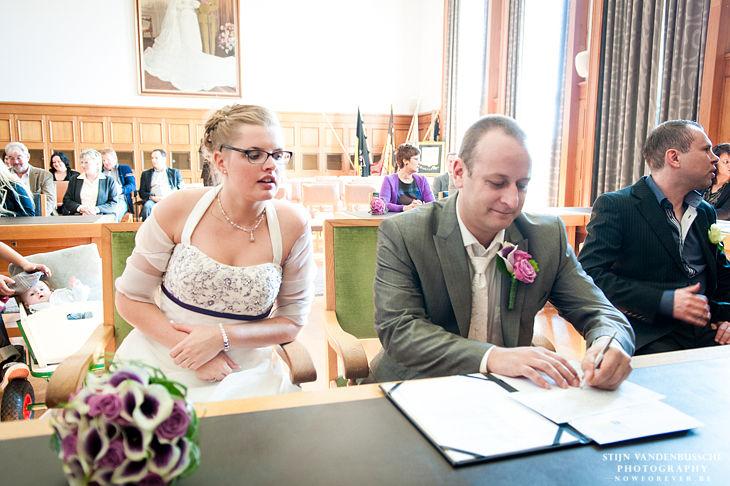 13_het huwelijksregister tekenen in stadhuis diest