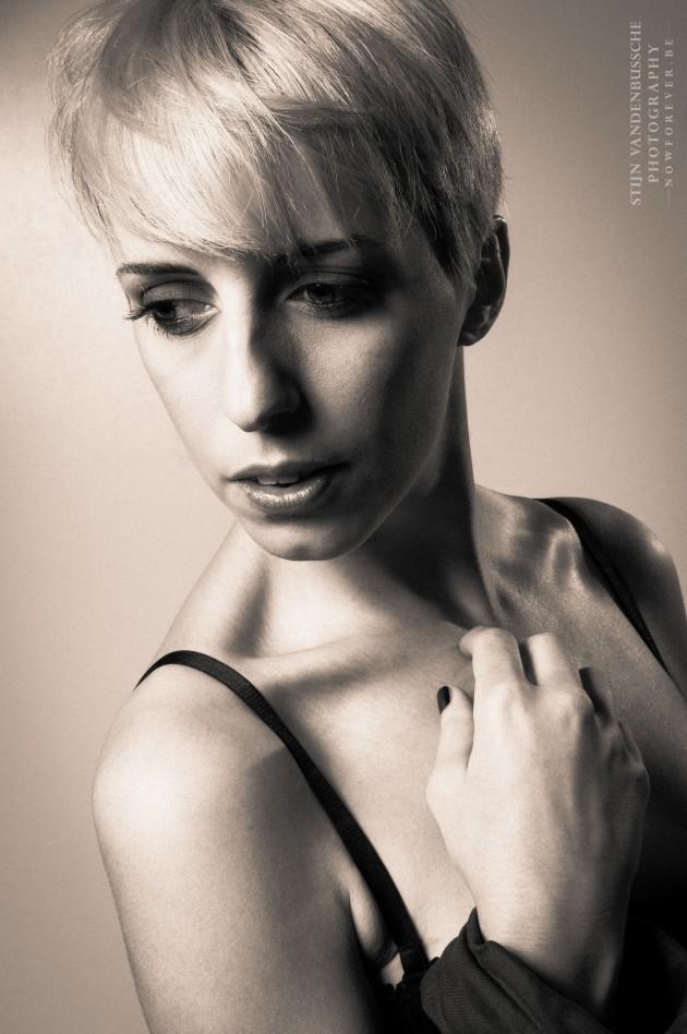Portret Sara Degraeve in lingerie